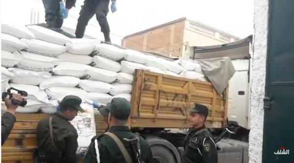 بالفيديو ↔الدرك يحجز كمية كبيرة من  الفرينة المدعمة كانت موجهة للمضاربة بالشلف
