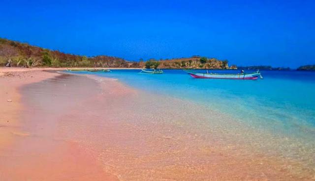 Tempat Wisata Romantis di Lombok Pantai Tangsi atau Pantai Pink