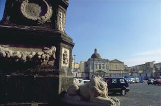 The Fountain of the Lions in Piazza Mercato looking towards the Chiesa di Santa Croce e Purgatorio