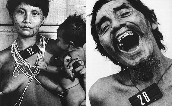 São duas fotos. A primeira que está à esquerda mostra uma mulher jovem indígena com cabelo curto, liso e preto. Ela está com os peitos à mostra e usa colares no pescoço e também no busto fazendo um formato de X. Ela segura um bebê nos braços. A segunda foto e posicionada à direita, mostra um homem que aparenta ser de meia idade com a boca aberta e mostrando os dentes, ele tem cabelo curto e barbicha, está sem camisa.
