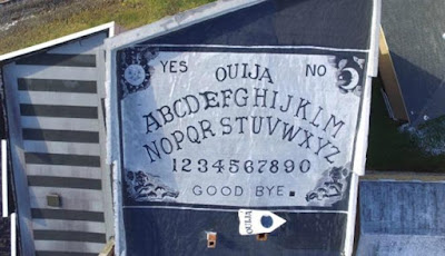 Hotel Berhantu Memiliki Papan Ouija Terbesar di Dunia
