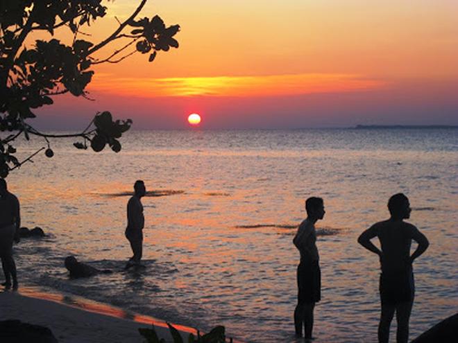 Berburu sunset di Pantai Ujung Gelam - Dok Siska