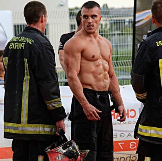 hot-sweaty-muscle-beefy-firefighter-daddy-shirtless-masculine-mass-biceps-pecs-abs-dilf