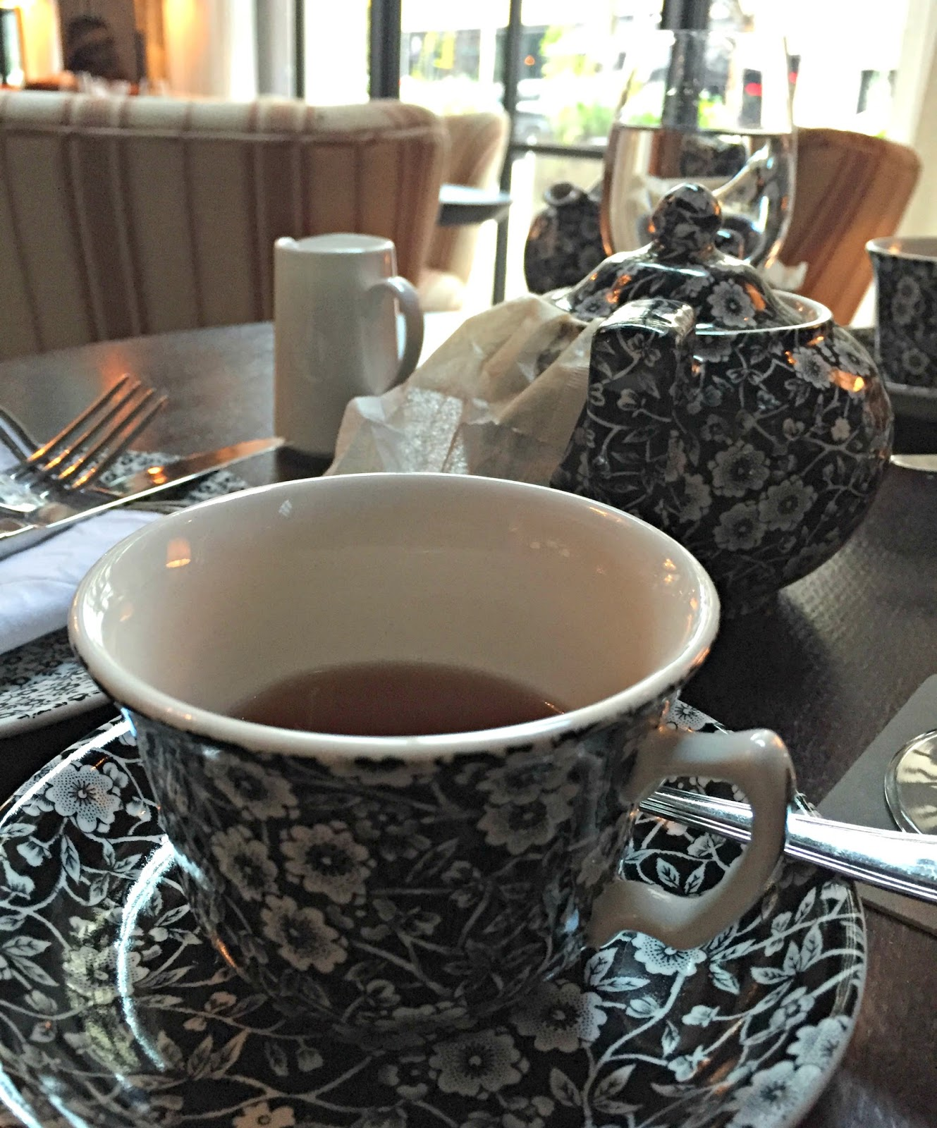 Chicago Jogger: Afternoon Tea at The Allis