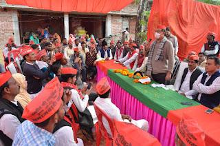 """कुर्सी में सपा नेता रंजीत यादव द्वारा आयोजित """"किसान संवाद चौपाल"""" में भाजपा पर जमकर गरजे फरीद महफूज किदवई"""