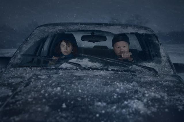 Jesse Plemons y Jessie Buckley. Fotograma de Netflix.