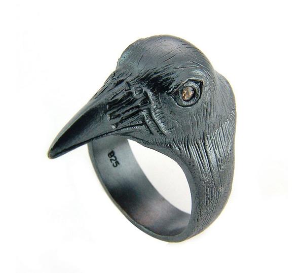 Joyería estilo gótico de cuervo