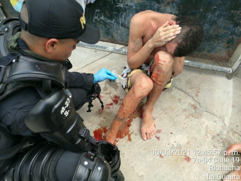 https://www.notasrosas.com/Policía Guajira emite comunicado aclaratorio, sobre presuntas agresiones físicas contra detenidos en la Estación de Policía de Riohacha