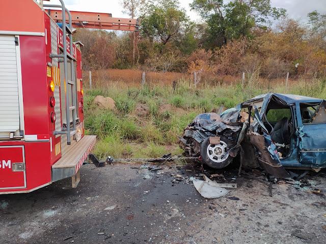 Corpo de bombeiros atua no acidente que vitimou uma pessoa nesta quarta-feira