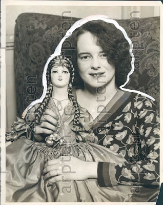 http://www.ebay.com/itm/1929-Pittsburgh-Mrs-E-A-Weisser-With-Doll-Named-Ooglesnops-Press-Photo-/282099372704?hash=item41ae6ed2a0:g:rakAAOSw7s5XhZix