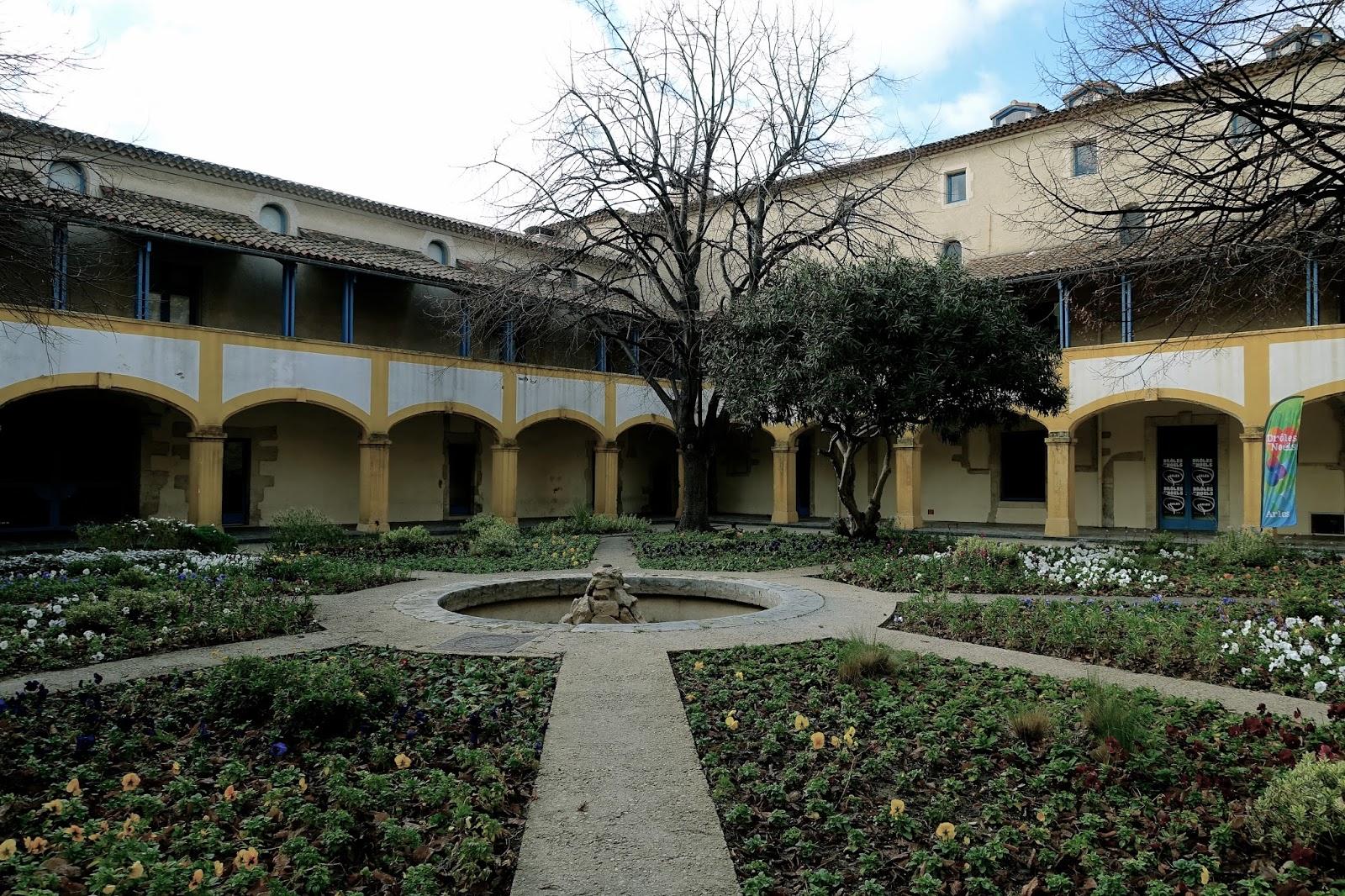 エスパス・ヴァン・ゴッホ(Espace Van Gogh)=アルルの療養所の庭