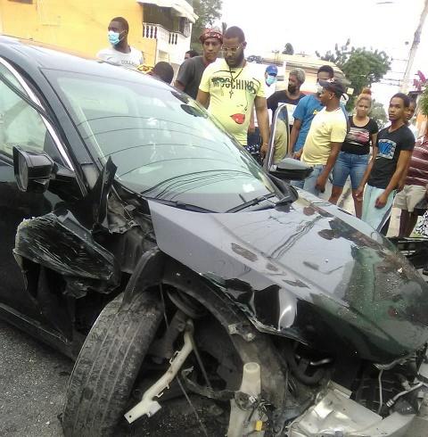 Niño por poco queda aplastado por un vehículo, se  salvó agata