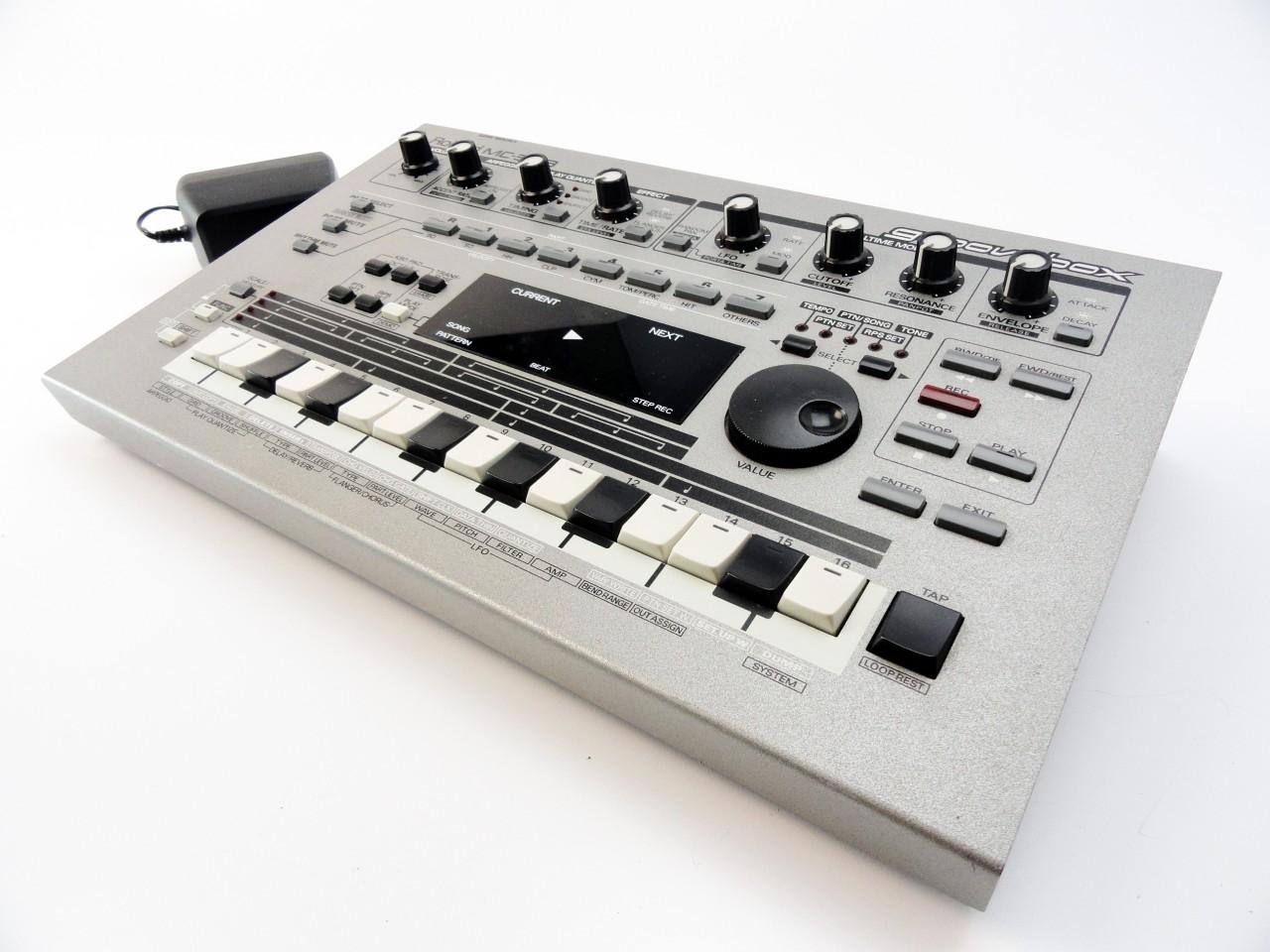 Roland MC 303 Groovebox, l'evoluzione degli anni '90 dell'originale 303.