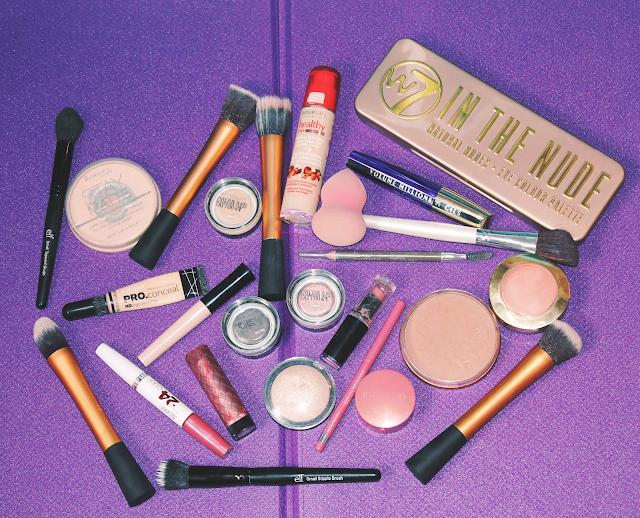 http://chloelapetitenymphe.blogspot.com/2015/12/mes-produits-maquillage-du-quotidien.html