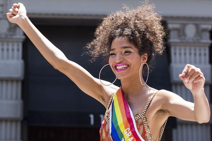 """Atriz de """"Pose"""" arracada $20 mil para ajudar pessoas trans e negras durante pandemia"""