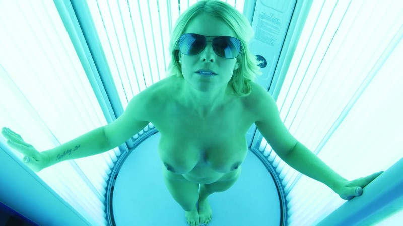 Mylf – Tanning Her Bushless Box – Prestyn Lee