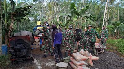 Mesin Molen Handalan Prajurit TNI Dalam Pengacoran Jalan TMMD Sengkuyung Kodim 0706 Temanggung