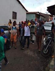 Clima tenso - Neste momento os grupos políticos da situação e da oposição estão no Bairro Vila Borges em Poção de Pedras