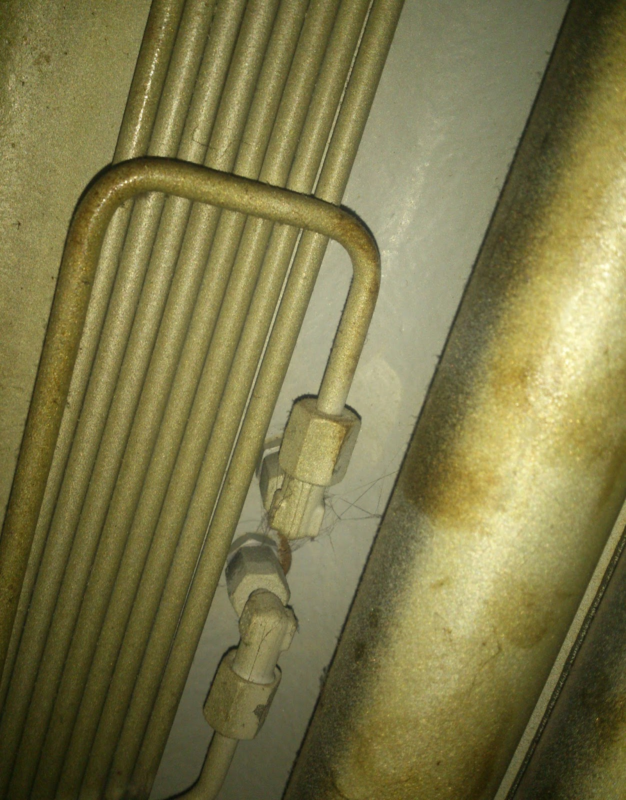 cylinder lubrication pipe to cylinder liner