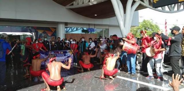 Atlit Wushu Papua dan Maluku Tiba di Bandara Mopah Merauke.lelemuku.com.jpg