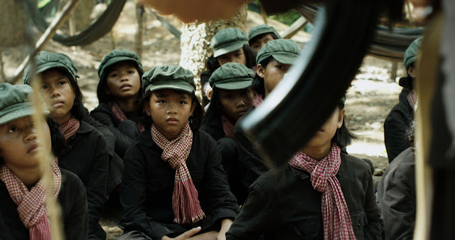 14. Se lo llevaron: recuerdos de una niña de Camboya
