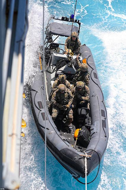 La Marina britannica sequestra la cocaina del valore di 176 milioni di euro nei Caraibi