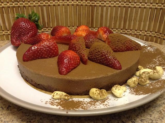 Uau! Aprenda a fazer Torta Trufada de Chocolate Crudi e Vegana