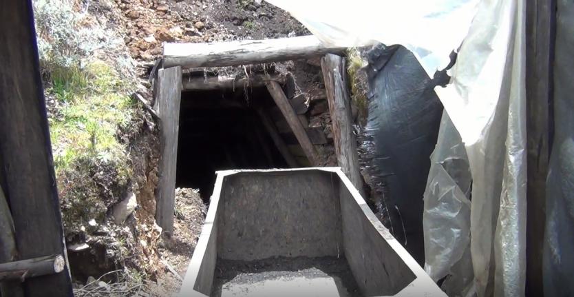 Los denominados jukus perforan sus propios ingresos a las minas / FOTO REFERENCIAL