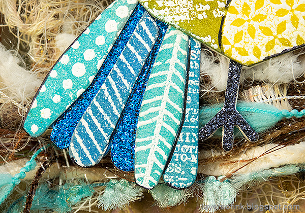 Layers of ink - Mixed Media Bird Tag Tutorial by Anna-Karin Evaldsson. Bird feathers.
