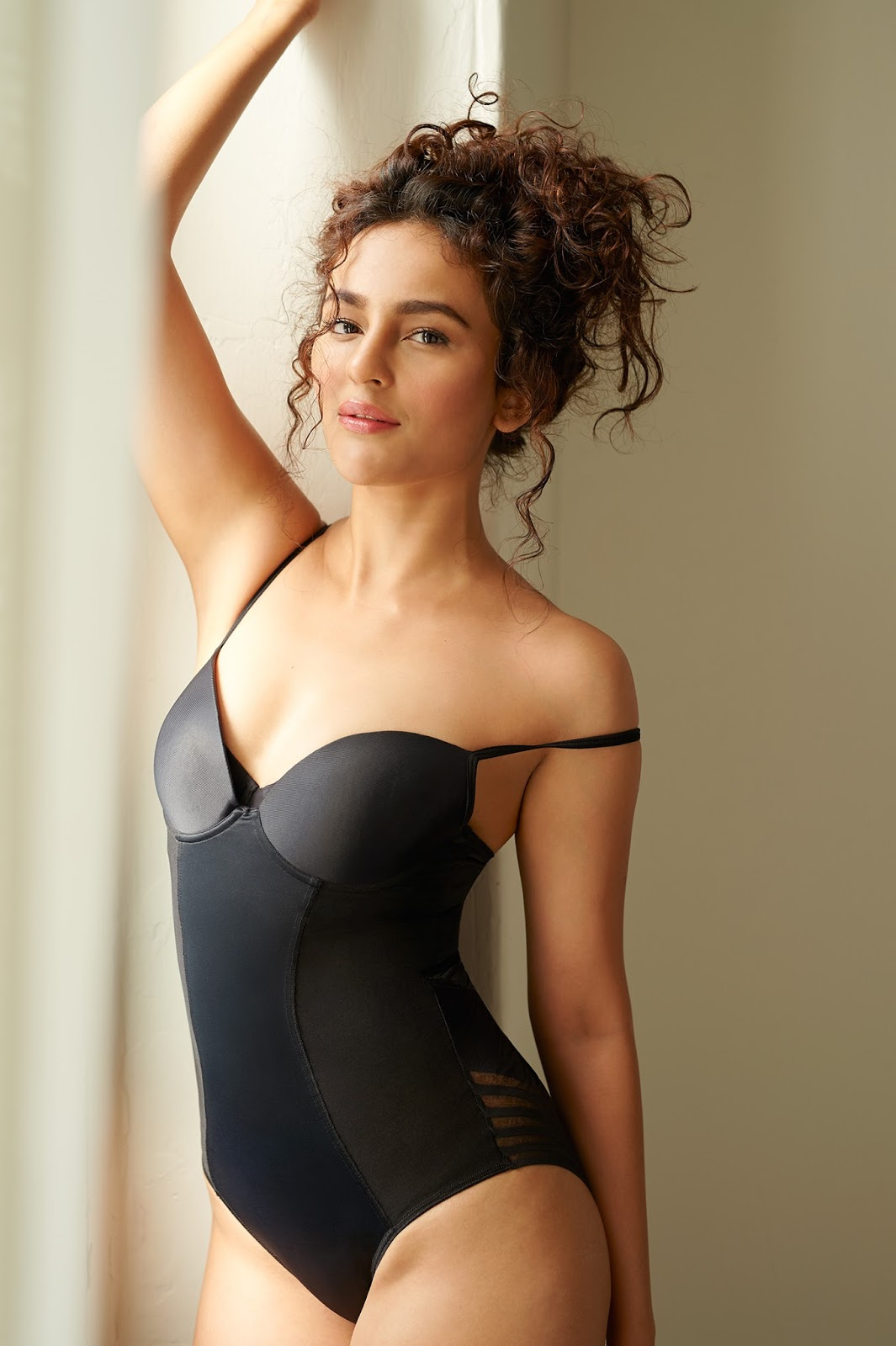 Seerat Kapoor Hot Photo shoot Photos