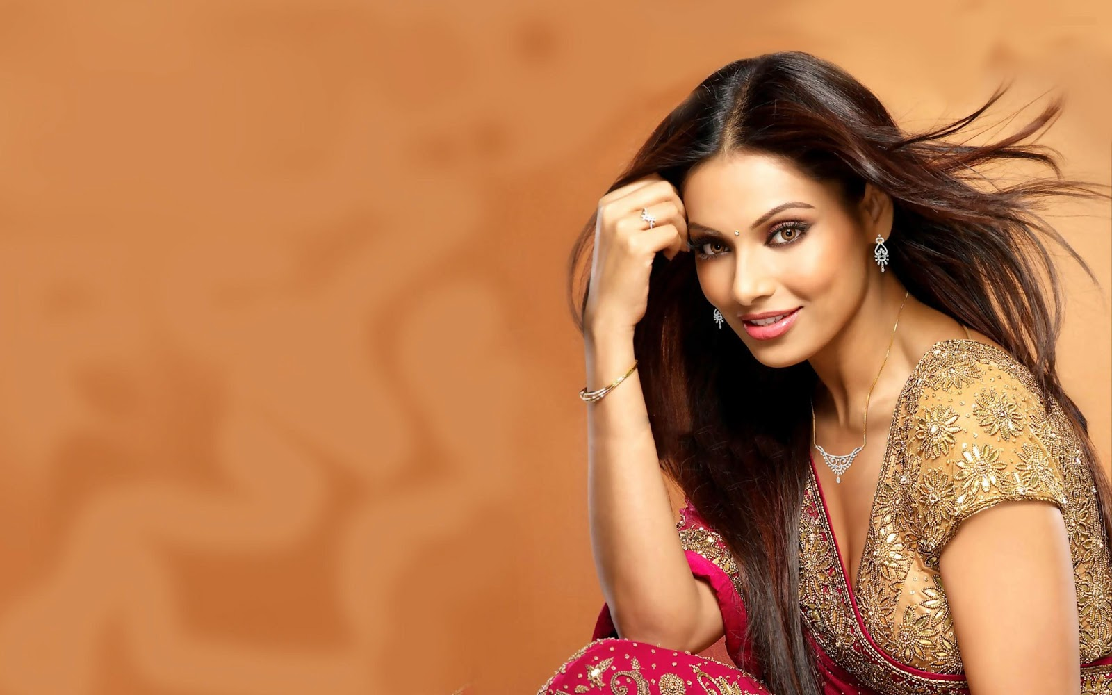 Hot Desi Curves Bipasha Basu Latest Stills And Hd Wallpapers-6854