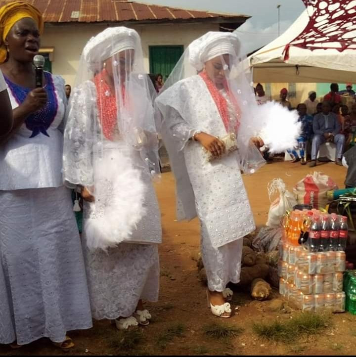 Twin Sisters Gets Married On The Same Day, To Men From Same State