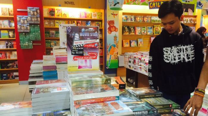 beli buku di toko buku
