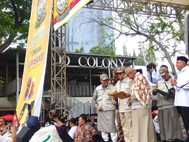 Prabowo Dihadiahi Topi Bertuliskan Tauhid, Kaget Ada Koppasandi