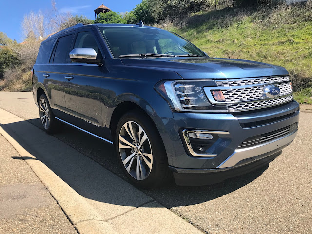 Front 3/4 view of 2020 Ford Expedition Platinum