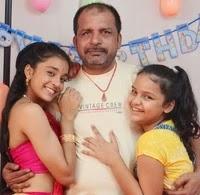 सुम्बुल तौकीर खान अपने पिता और बहन के साथ