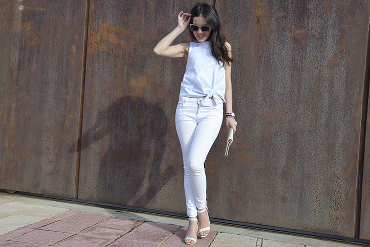 look-blogger-top-blue-white-slim-jeans-sandals-outfit-blog