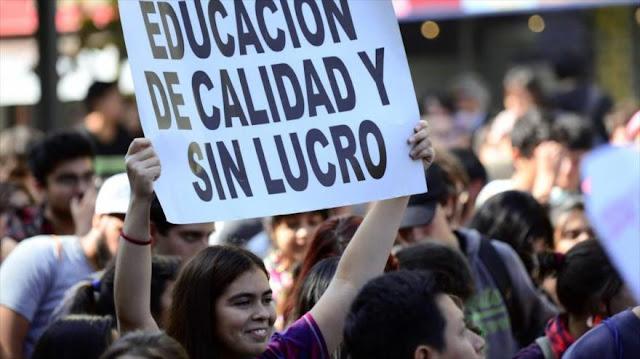 Estudiantes chilenos urgen expulsión de bancos de sistema educativo