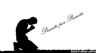 """Imagem de uma pessoa de joelhos orando, ilustrando o artigo de hoje: """"PAI nosso"""""""