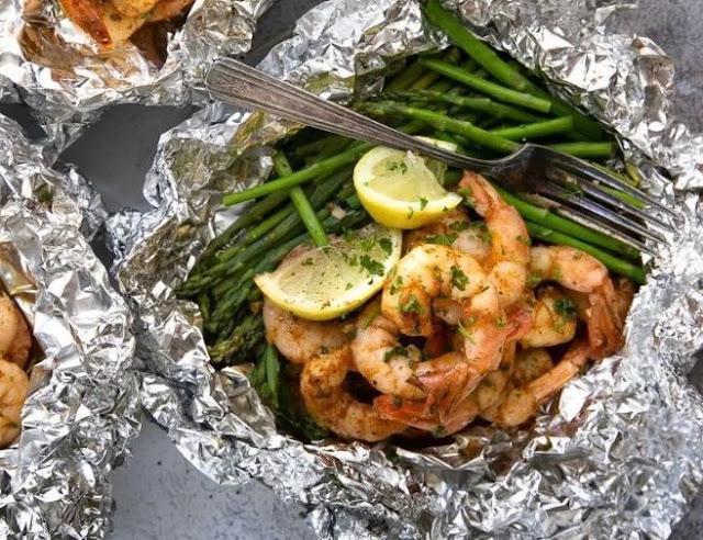 Shrimp and Asparagus Foil Packs with Garlic Lemon Butter Sauce #glutenfree #healthy