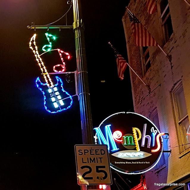 Beale Street, a rua do blues em Memphis, Estados Unidos