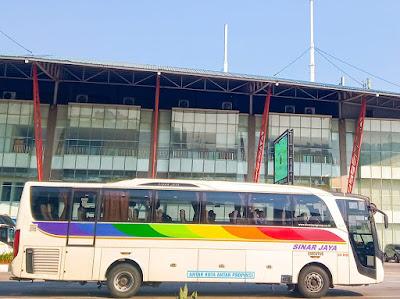 Foto Bus Sinar Jaya 54RB di Terminal