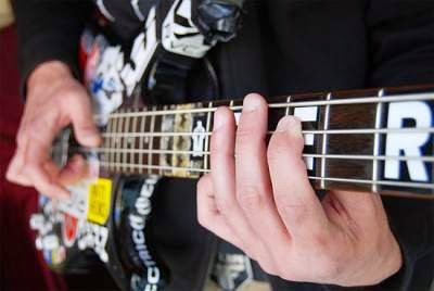 skill bermain bass