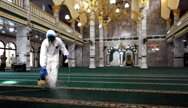 MUI Kecewa Pemerintah Larang Warga Kumpul di Masjid, Tapi di Mal Tidak