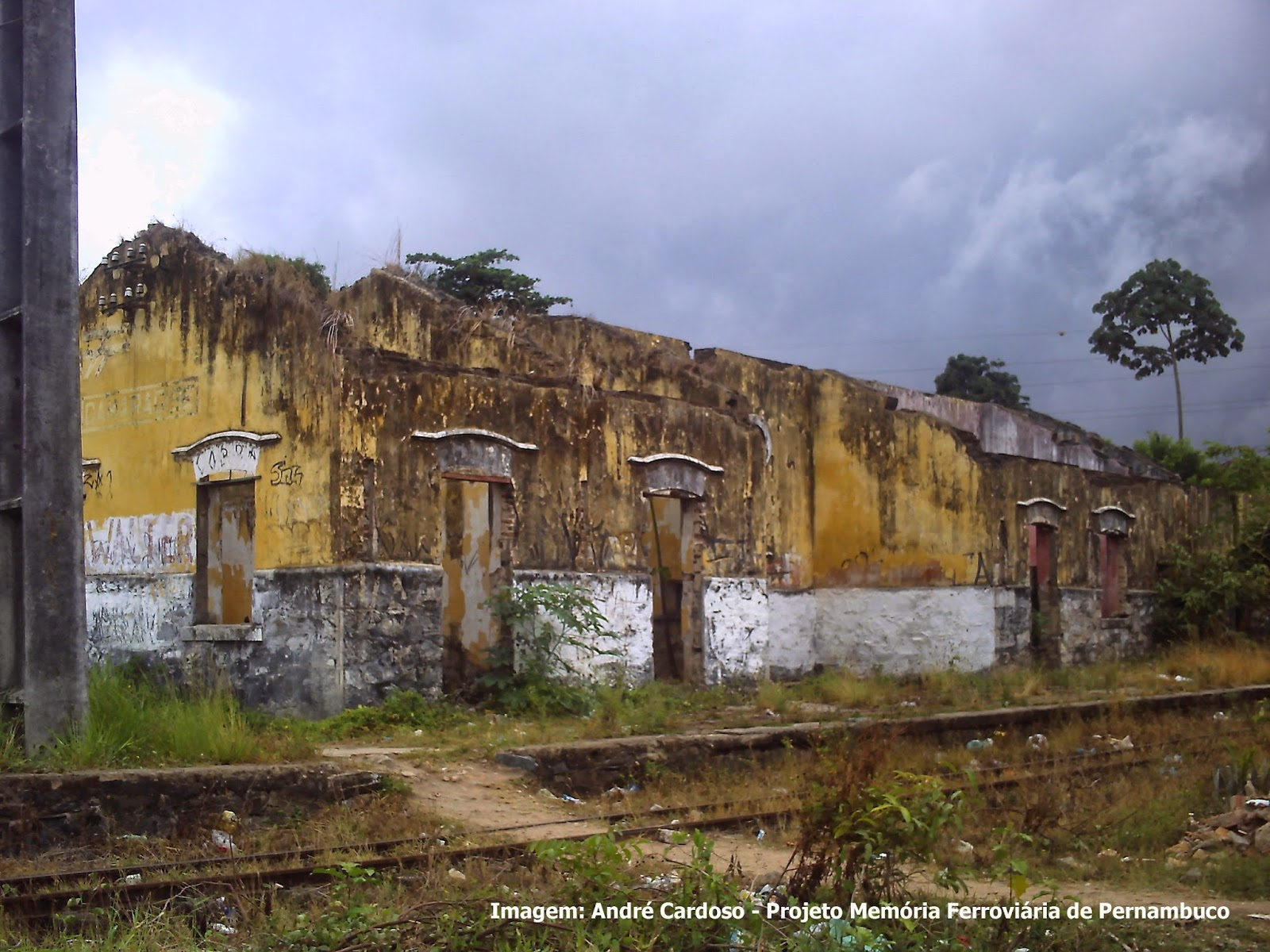 Resultado de imagem para Estações abandonadas de Pernambuco fotos