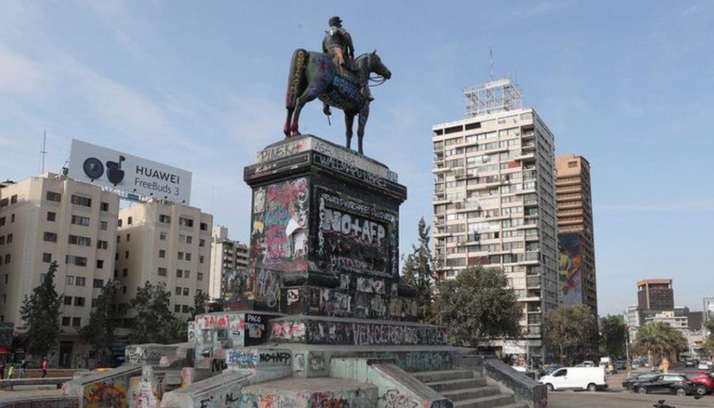 estatua del general Baquedano y su caballo se quedan en Plaza Italia