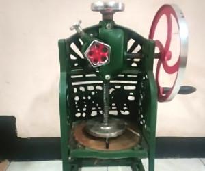 mesin serutan es manual