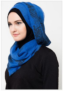 Model Kerudung Hijab Warna Biru
