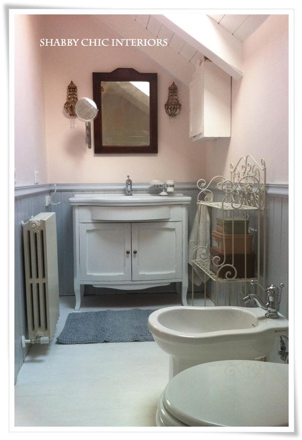 Il mio bagno shabby chic interiors - Bagno con boiserie ...