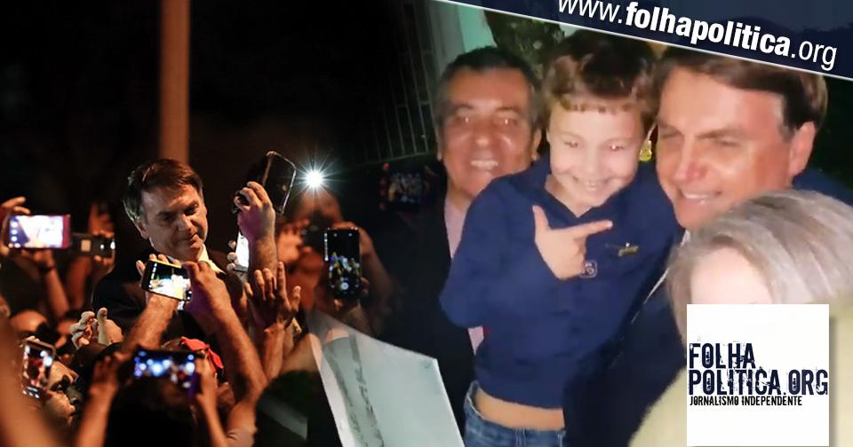 Bolsonaro recebe homenagem de criança de sete anos que fez um álbum do 'mito'